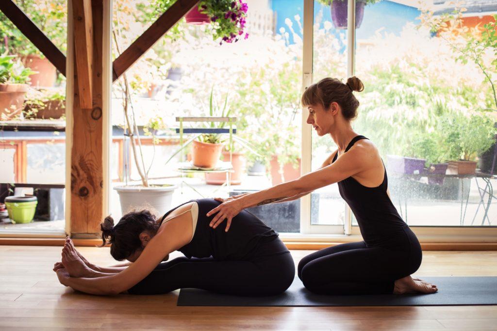 Cours d'ashtanga yoga au 783, avec l'école Ashtanga Yoga Nantes.